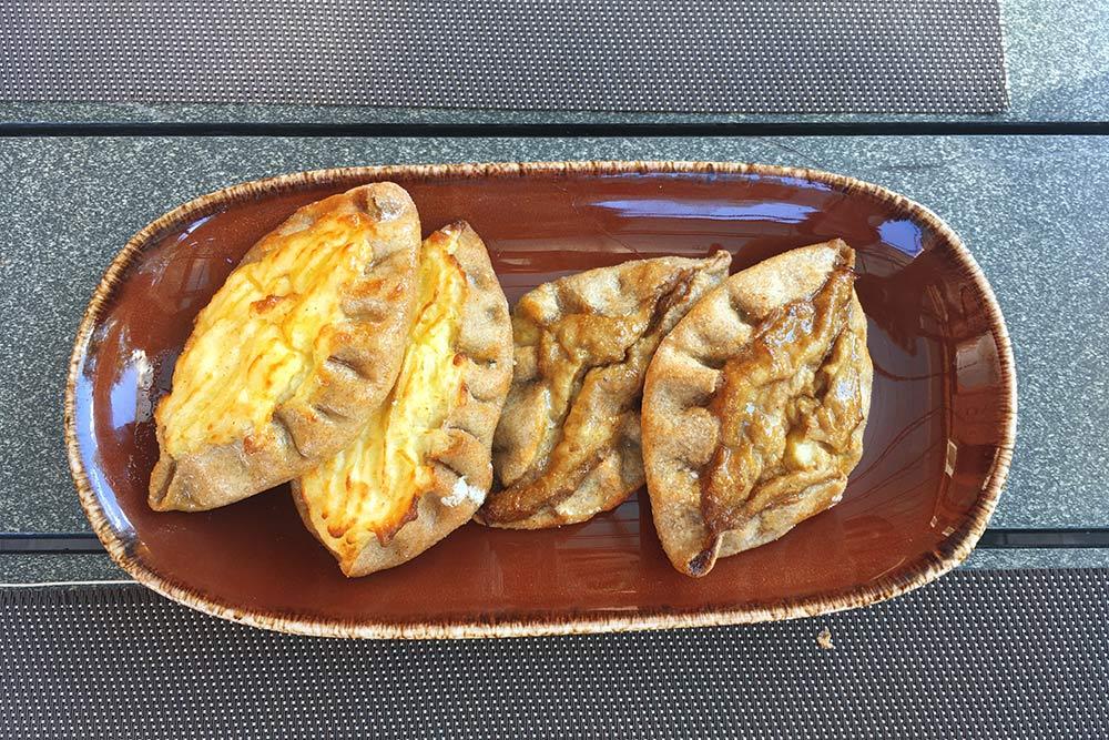 Пирожки спюре избелых грибов— самые вкусные калитки, которые яела вКарелии