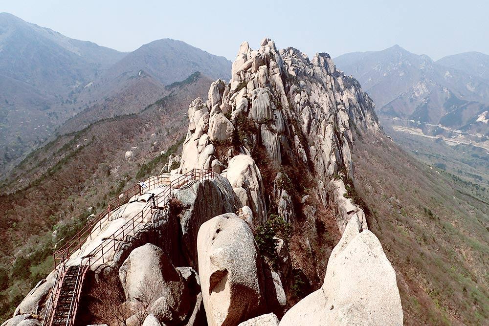 Вид с горы Ульсанбави в национальном парке Сораксан