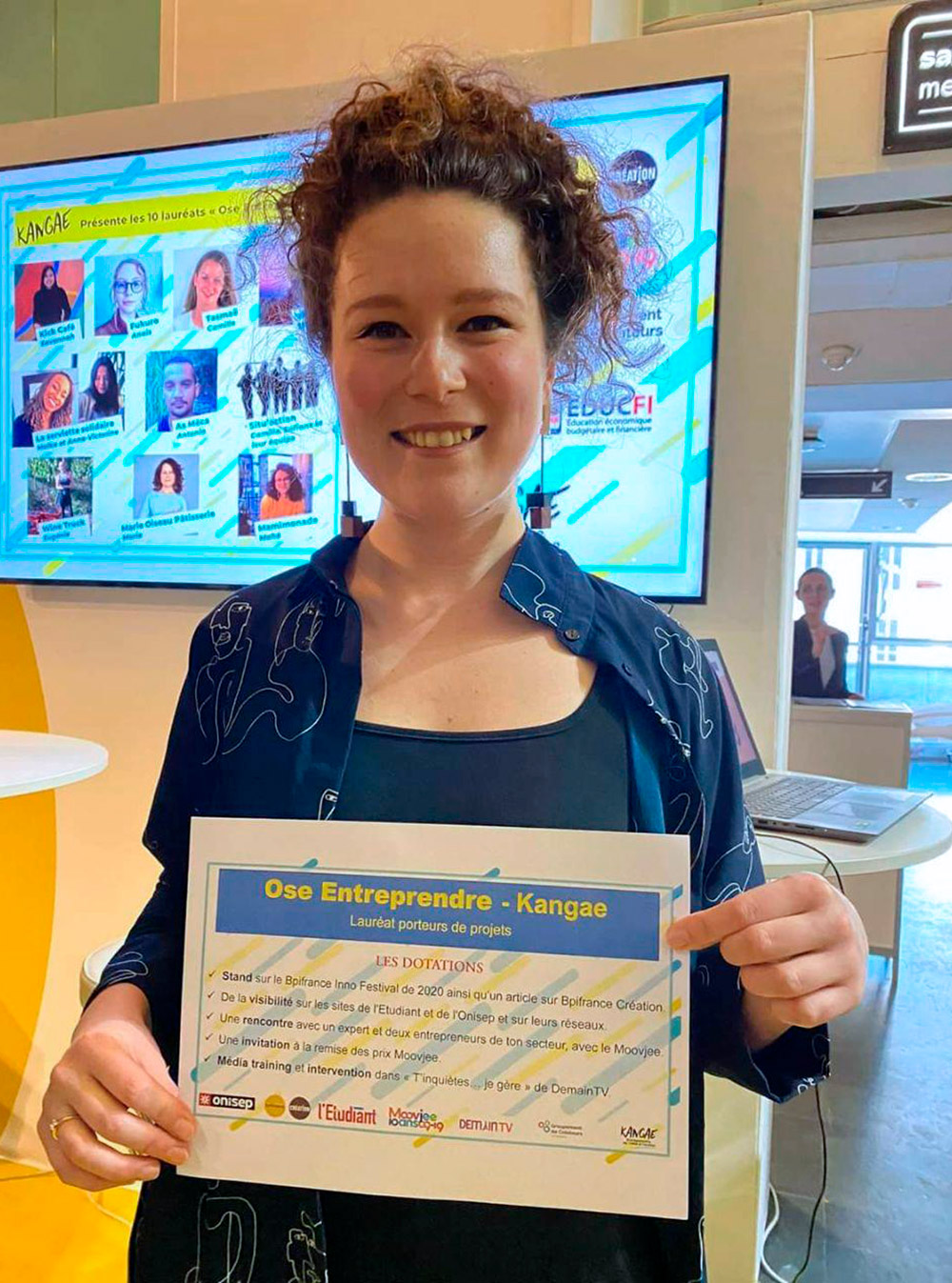 Вручение дипломов победителям конкурса дляпредпринимателей