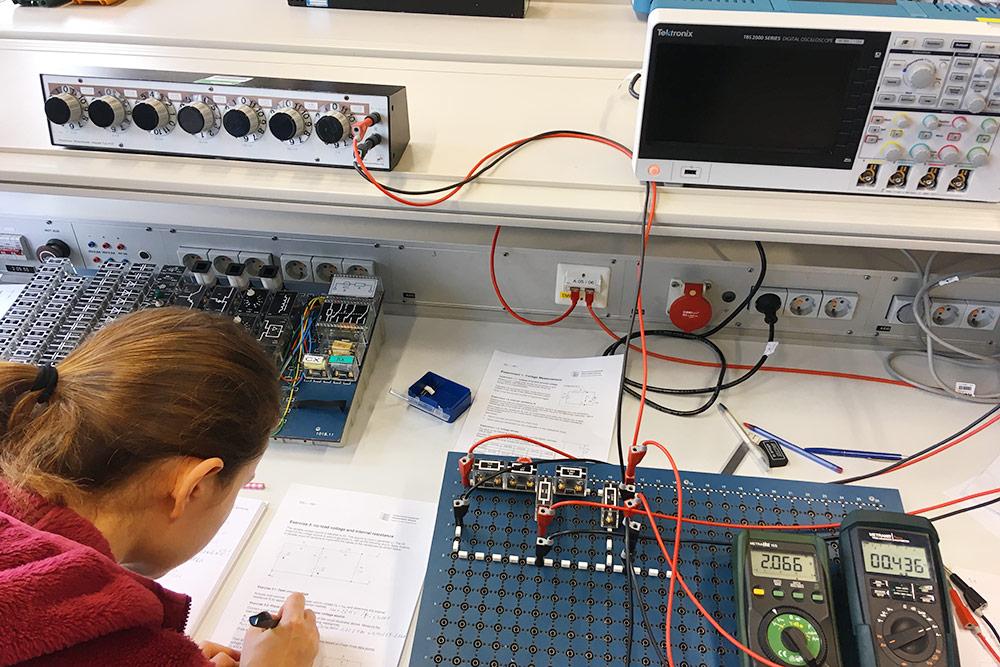 Это я на первой лабораторной поэлектротехнике