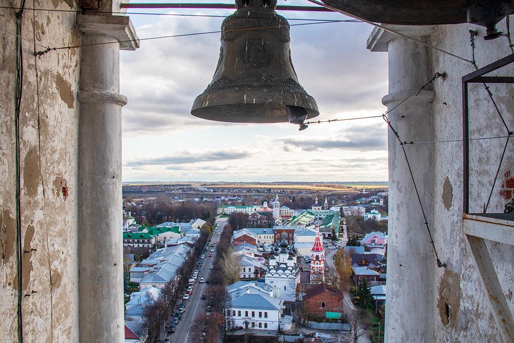 Вид наулицу Ленина сПреподобенской колокольни. Фото: Анастасия Осян