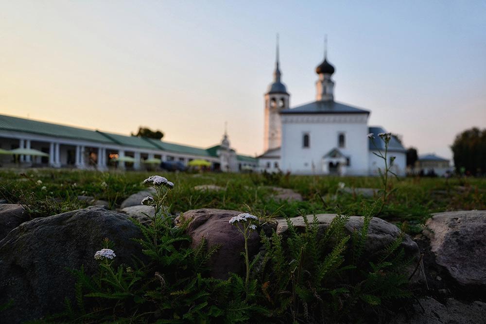 Торговая площадь и вид на Казанскую церковь