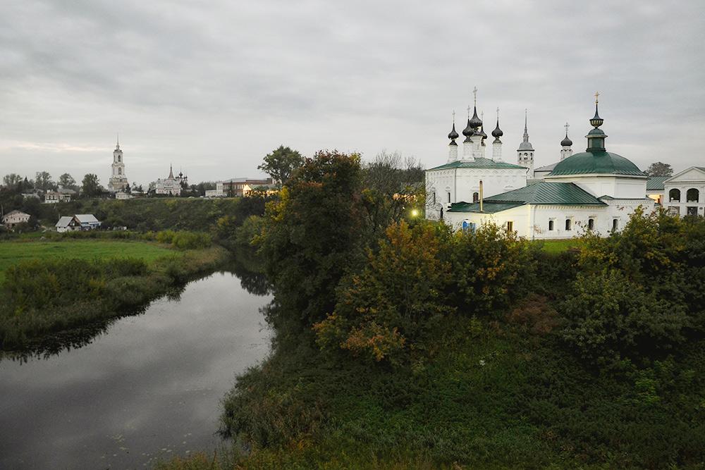 Вид наПятницкую церковь скремлевского вала близ Успенской церкви