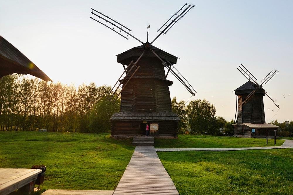 Вдеревянные мельницы натерритории музейного комплекса зайти нельзя. Интерьеры можно изучить визбах ицерквях