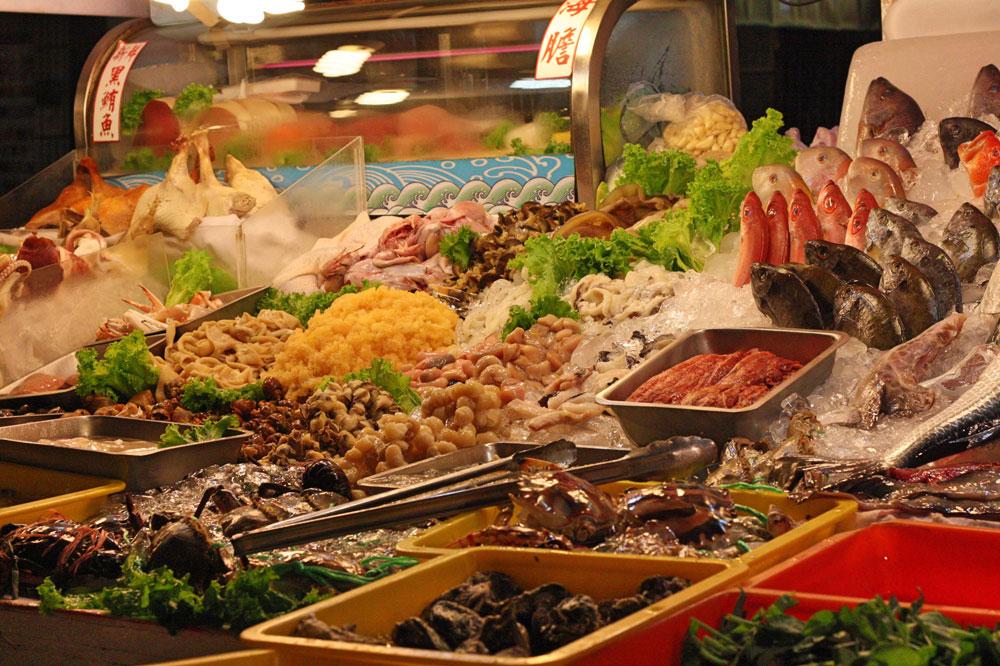 Кажется, что рыба должна стоить копейки — ведь ты на острове и вокруг море. Но морепродукты на Тайване гораздо дороже мяса. Особенно ценятся те, что выловили у берегов Японии