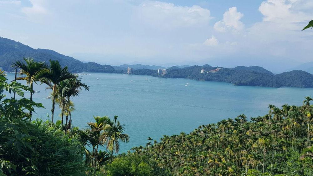 Озеро Солнца и Луны. Крупный резервуар пресной воды, а еще очень красивое и романтическое место – такой тайваньский Байкал