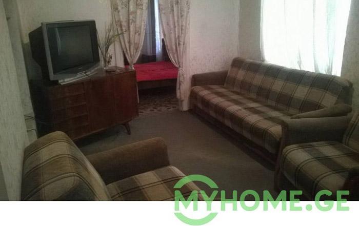 «Бабушкина» трехкомнатная квартира за 500 лари в месяц