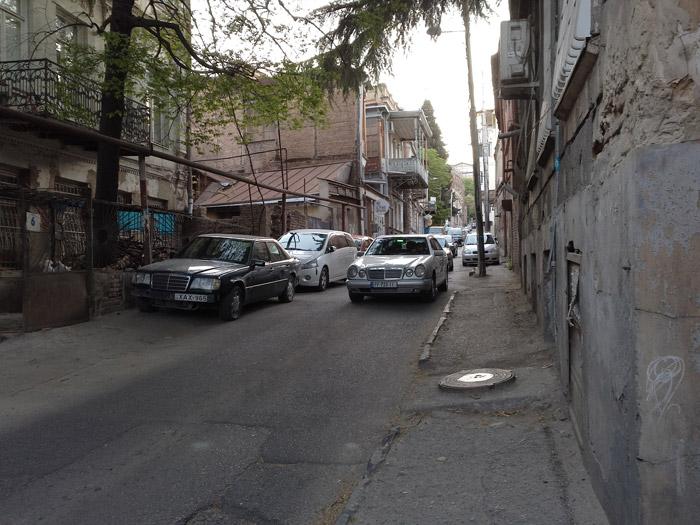 В старом городе парковаться негде
