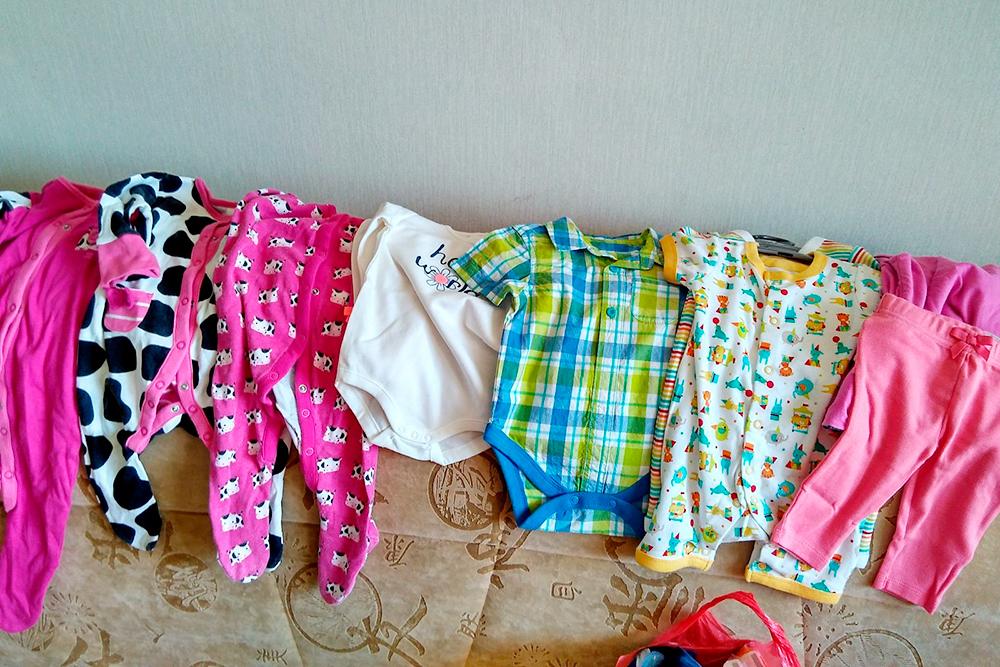 До 6 месяцев дочка носила слипы, боди, песочники и штаны
