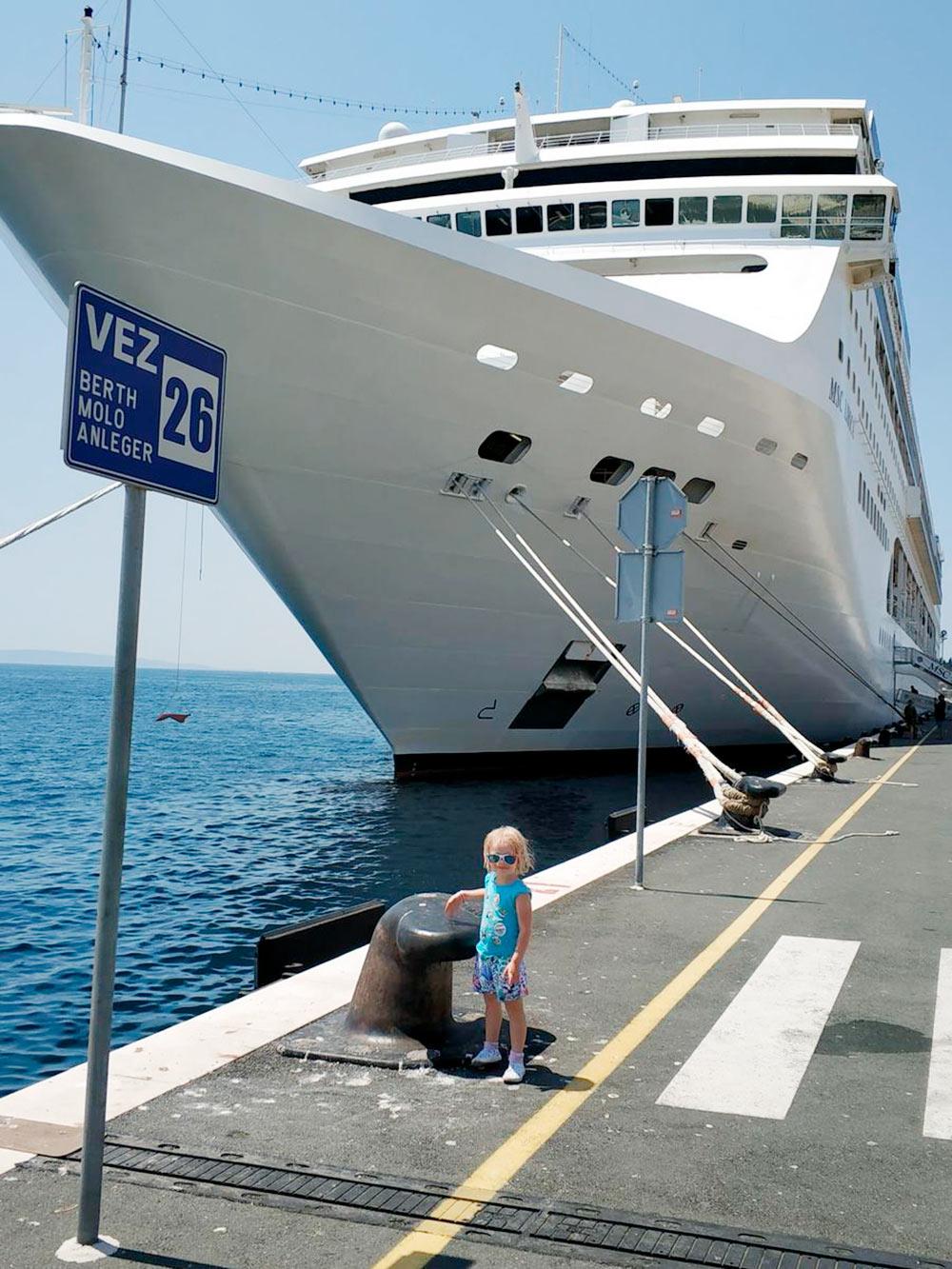 В круизе на корабле был бассейн и детский клуб