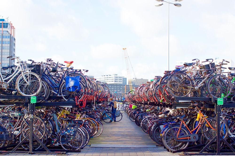 Обычная велосипедная стоянка