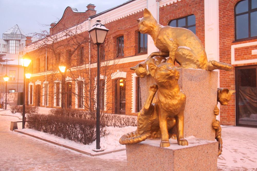 Всквер Сибирских кошек можно заглянуть, чтобы посидеть наскамейке рядом скотиками. Источник: Сергей Тиняков