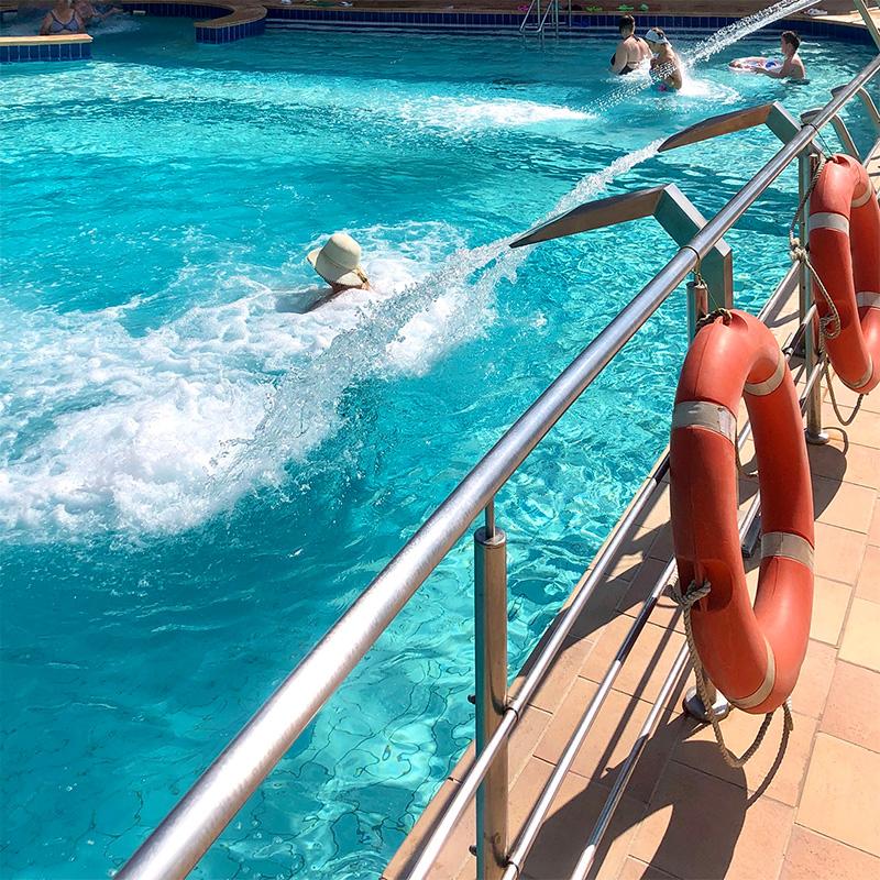 На термальных источниках можно купаться круглый год в бассейнах подоткрытым небом. Источник: volna72.ru