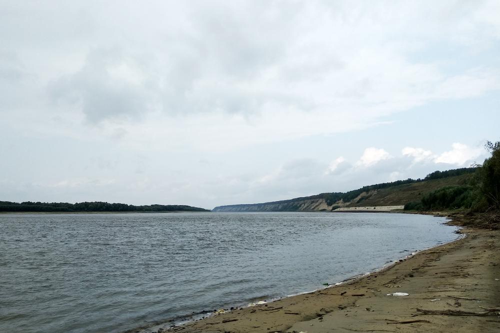 На Иртыше мы наблюдали закон Бэра, согласно которому реки Северного полушария подмывают правый берег сильнее, чем левый