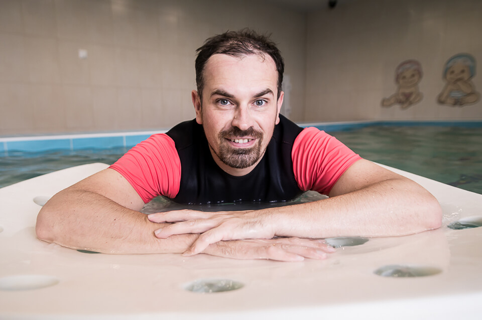 Михаил еще занимается оборудованием для бассейна - его игровые плотики выдерживают даже взрослого человека