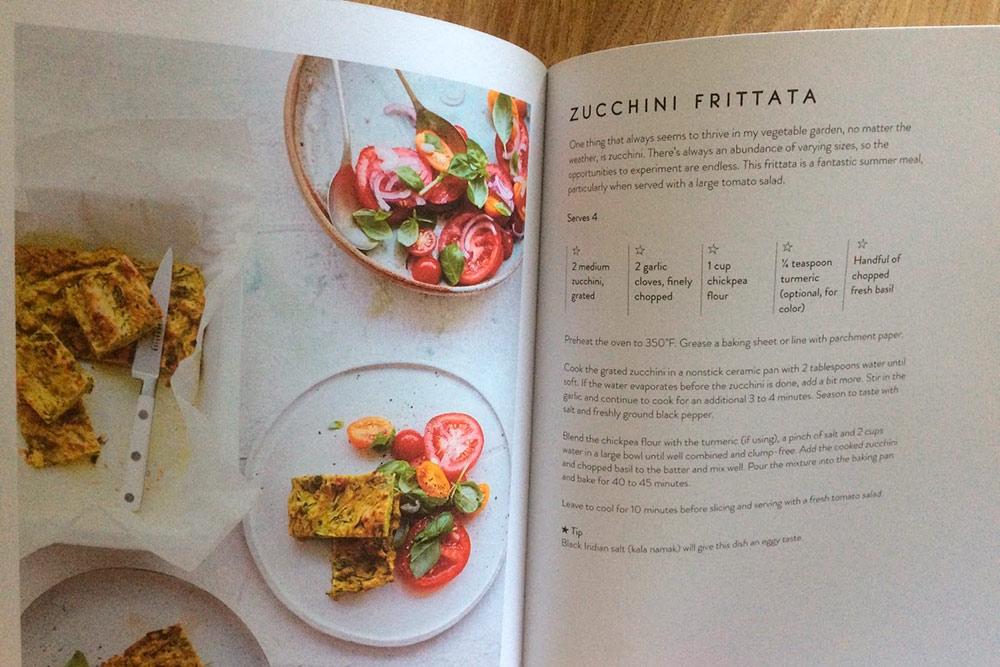 Этот рецепт из книги Vegan in 7 наш любимый: фриттата из цукини