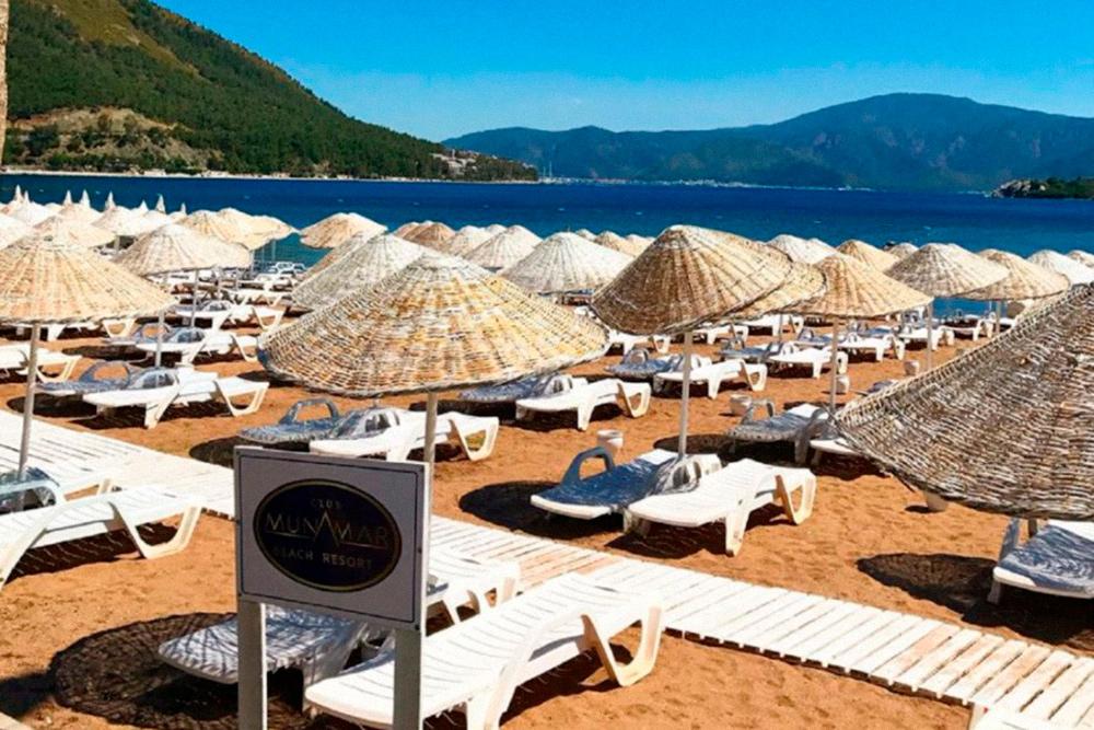 Пляж нафото очень даже приличный, безмусора. Источник: «Пегас-туристик»