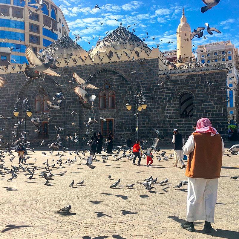 Ежегодно сюда стекаются миллионы мусульманских паломников со всего мира. Поэтому в этих городах самая развитая туристическая инфраструктура, но там всегда очень много людей и все дорого. Фото Марии Кичи