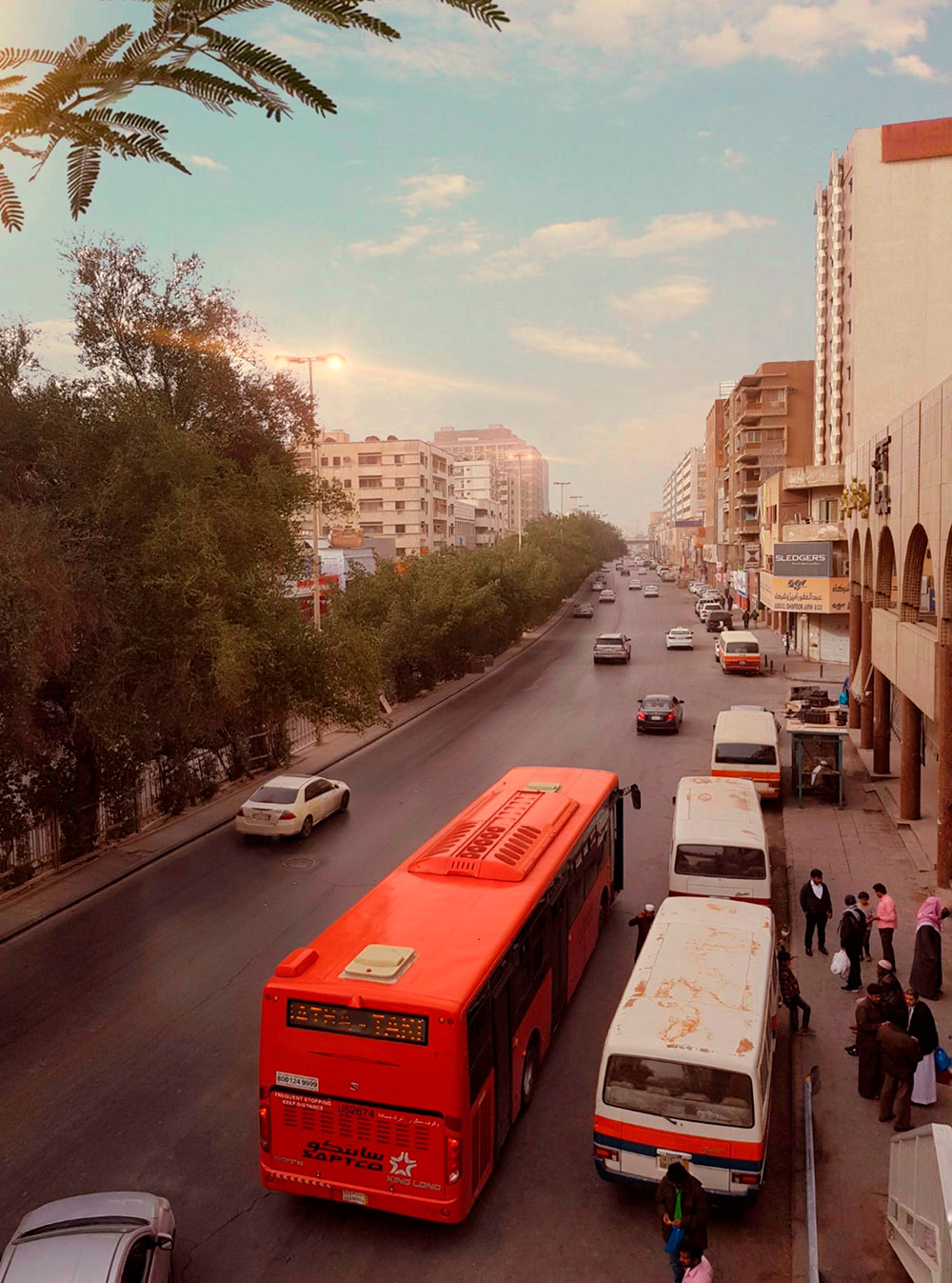 Кроме красных больших автобусов во многих городах курсируют микроавтобусы-маршрутки. Фото: @rexrm