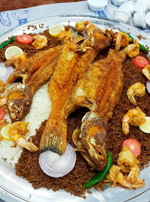 Темный рис — это обязательный гарнир к морепродуктам на Ближнем Востоке
