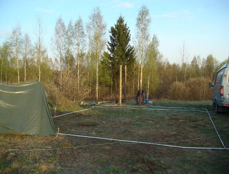 Это участок Вадима и Ольги. Освоение начинают с разметки. Жить пока что предстоит в палатке