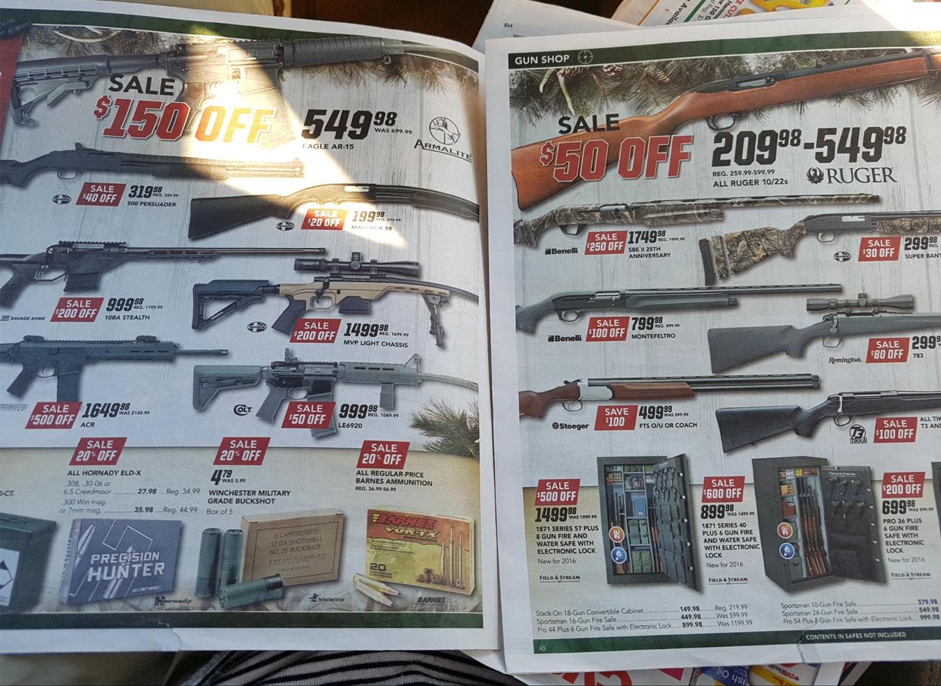 Буклет из почтового ящика — в специализированном магазине проходит распродажа оружия. Директ-маркетинг в США невероятно популярен, в ящики кладут ворох листовок