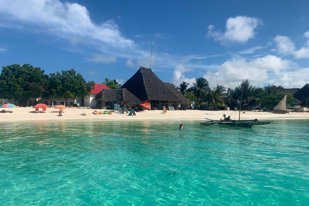 На Занзибар стоит отправиться, чтобы перезагрузиться, поучиться у местных жителей умению радоваться мелочам и насладиться красотой Индийского океана