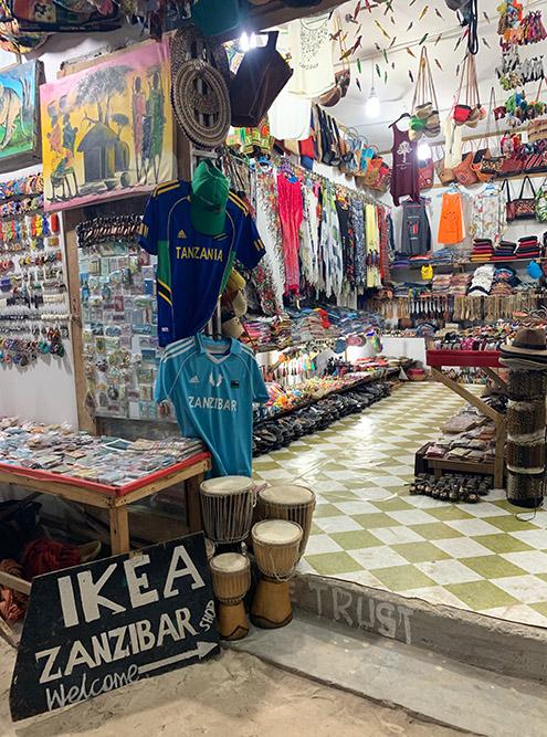 Так выглядит типичный магазин, где можно купить все — от одежды и украшений до предметов интерьера и настольных игр