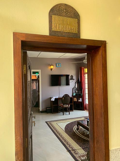 Внутри — обычный скромный отель