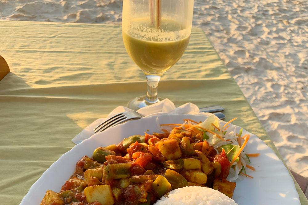 К основным блюдам в качестве гарнира подают картошку фри или рис. Необычных блюд не было