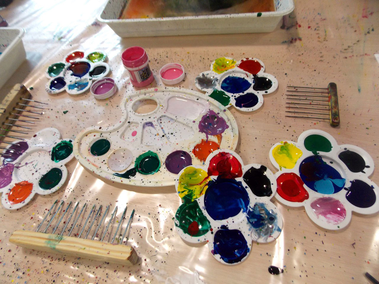 Все материалы для живописи предоставляет студия