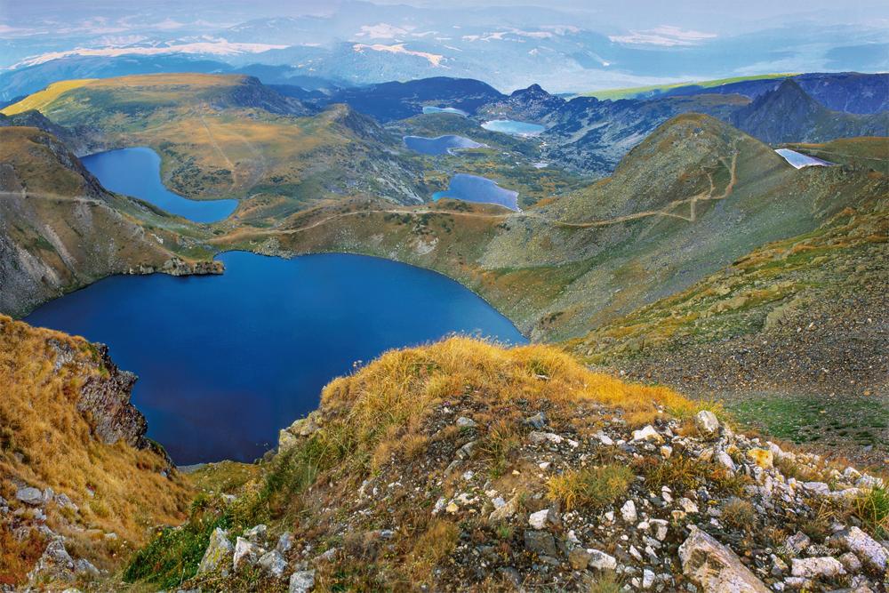 Семь озер — название говорит само за себя. Добавим лишь, что все озера здесь природного происхождения. Рекомендуем приезжать пораньше, потому что в этих местах много туристов
