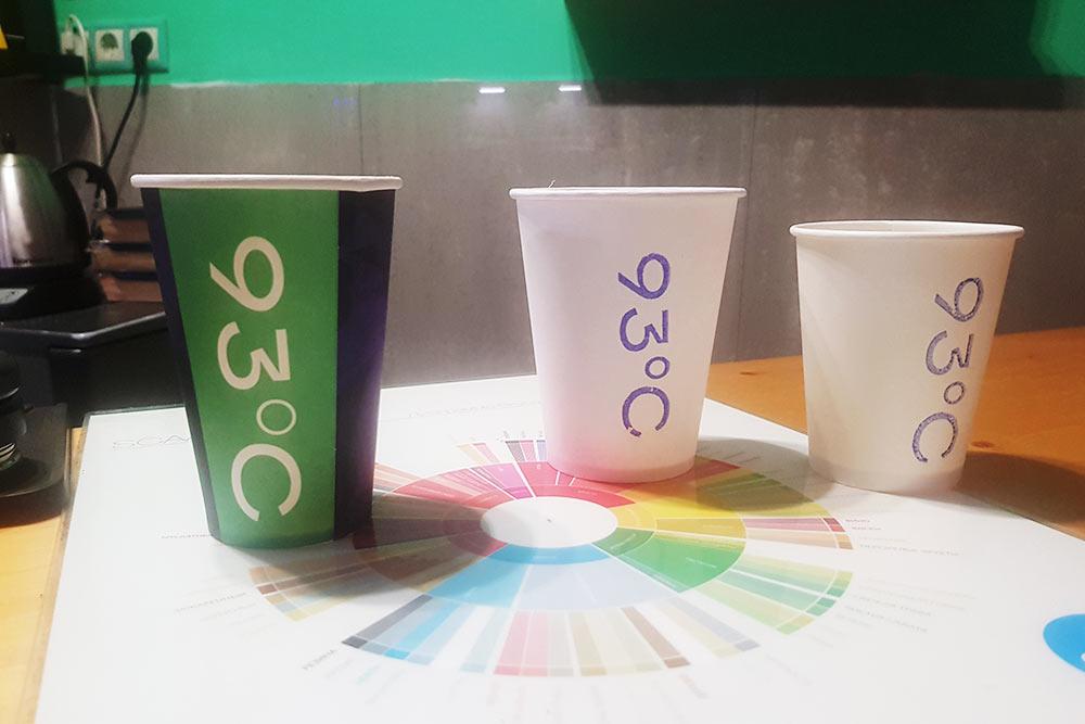 По мнению героя статьи, слева стоит стакан неправильной формы, асправа дваидеальных
