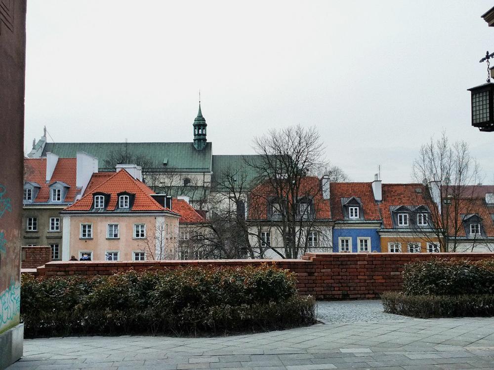Старый город в Варшаве был полностью разрушен во время Второй мировой войны. Потом его отстроили заново