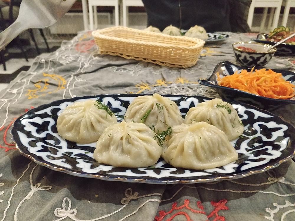 Сходили сдругом вузбекский ресторан. Заманты, салат ичай заплатили 17zł(300рублей)