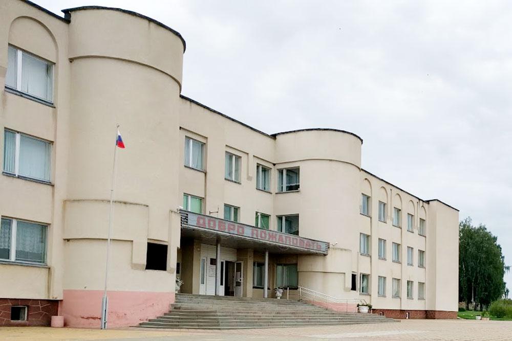 Средняя школа №1. Здесь учился мойотец. Я учился вМоскве