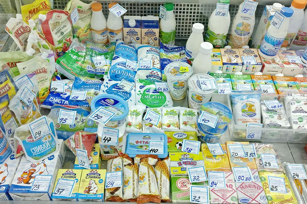 Витрина с молочкой вчастном магазине взаводском районе