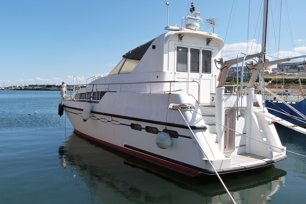 Можно арендовать яхту без паруса