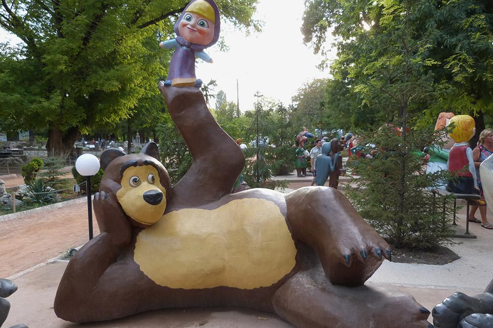 Одна из самых популярных скульптур — персонажи мультсериала «Маша и медведь»