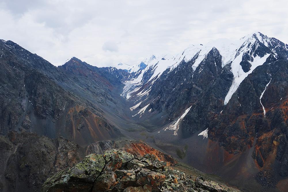 Вид на долину и Нижнешавлинский перевал