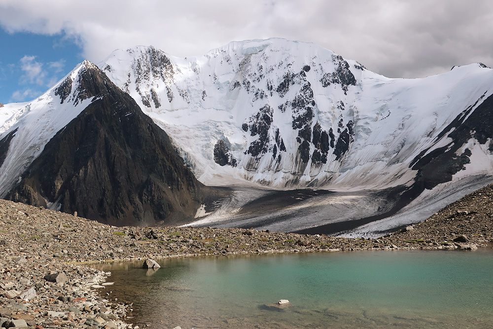 Маленькое озеро у перевала. Здесь можно устроить стоянку