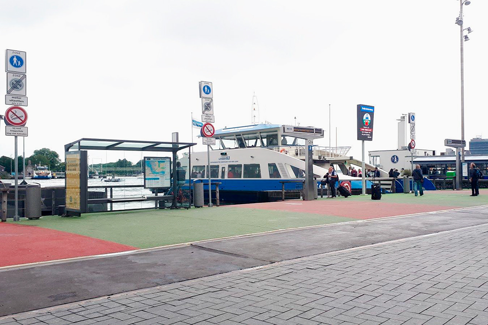 Бесплатный паром, соединяющий север Амстердама с остальной частью города