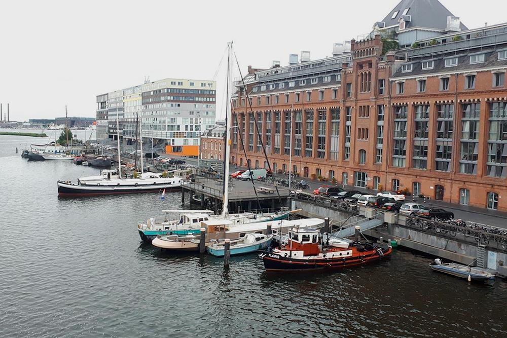 Обычная погода в Амстердаме. Никогда не угадаешь, будет солнце или пойдет дождь