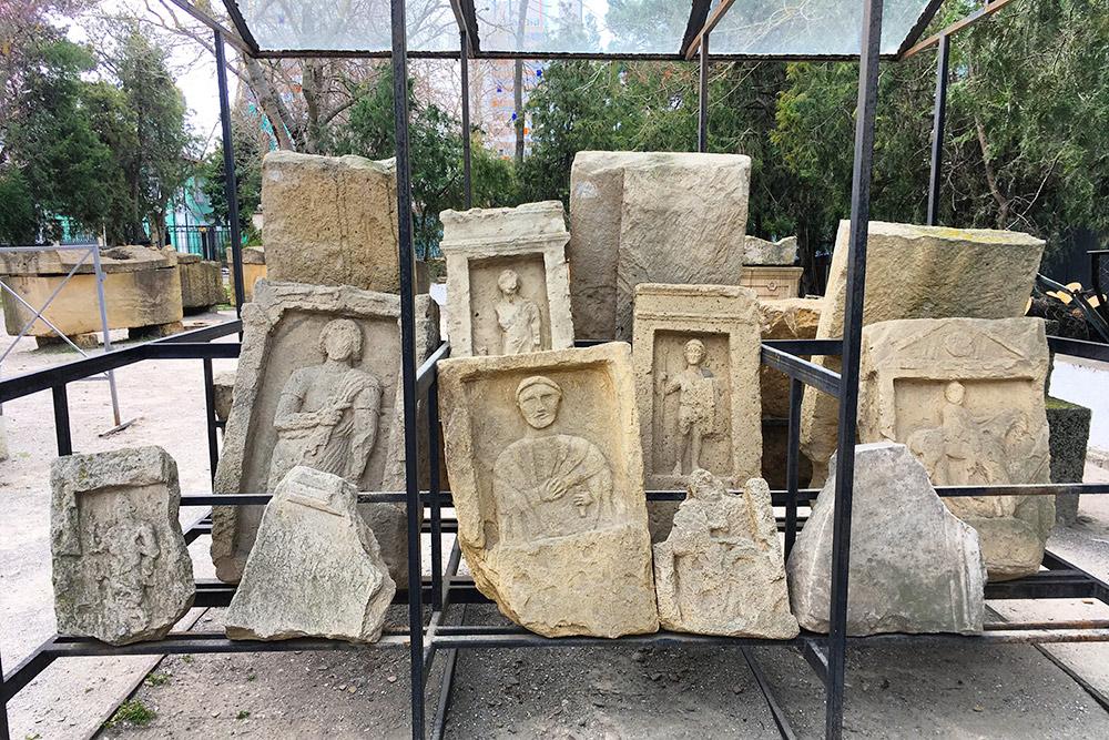 Фрагменты древнегреческих некрополей. Разглядывать ихинтересно ижутковато
