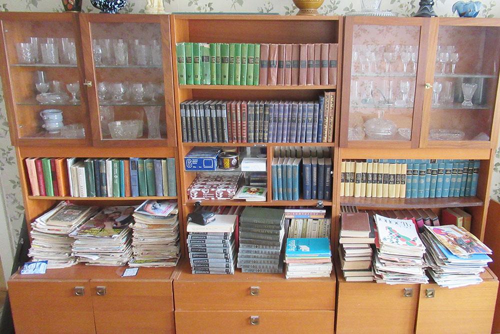 Бабушка годами собирала журналы и книги