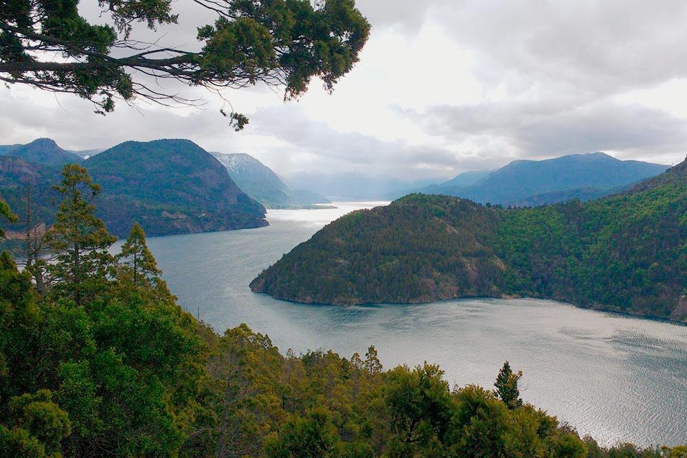 Вид на озеро Лакар, за которое Аргентина и Чили спорили особенно ожесточенно