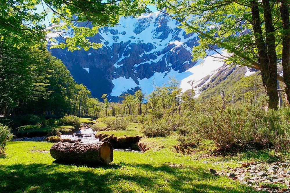 В горах красиво. В начале ноября еще лежит снег, туристов мало, и только начинается сезон
