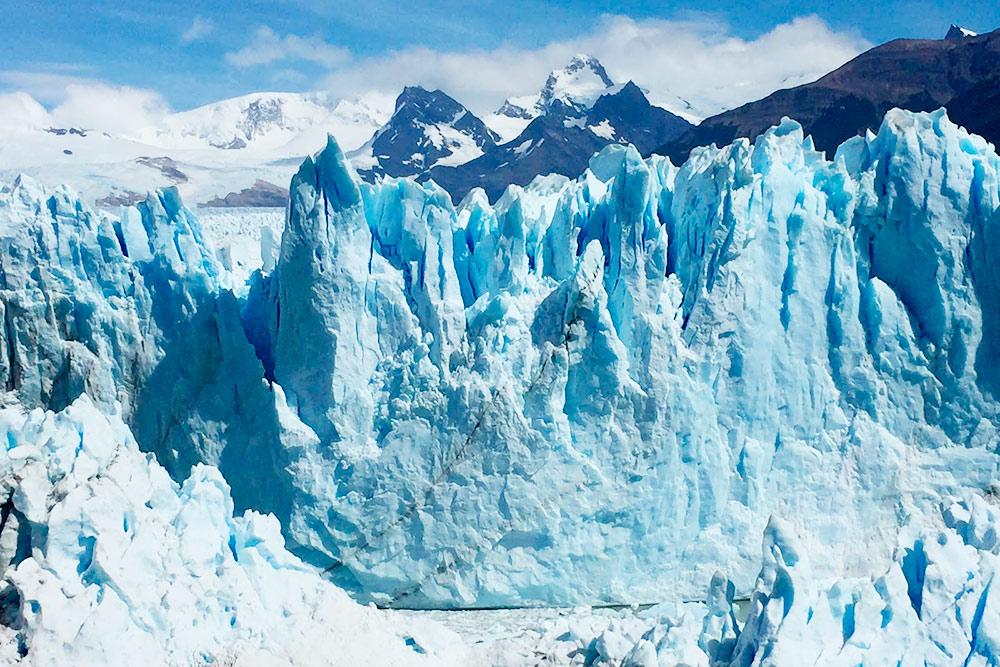 Я готов был часами стоять у Перито-Морено и любоваться его голубоватыми текстурами, слушать треск льда, чувствовать его прохладное дыхание