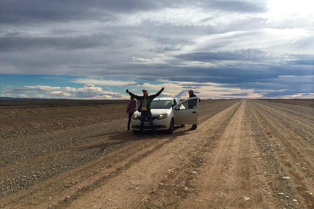 Выбрались из Эль-Чальтена в аргентинскую пампу — степь. Чем дальше отъезжаешь от Анд на восток, тем более засушливой становится пустыня