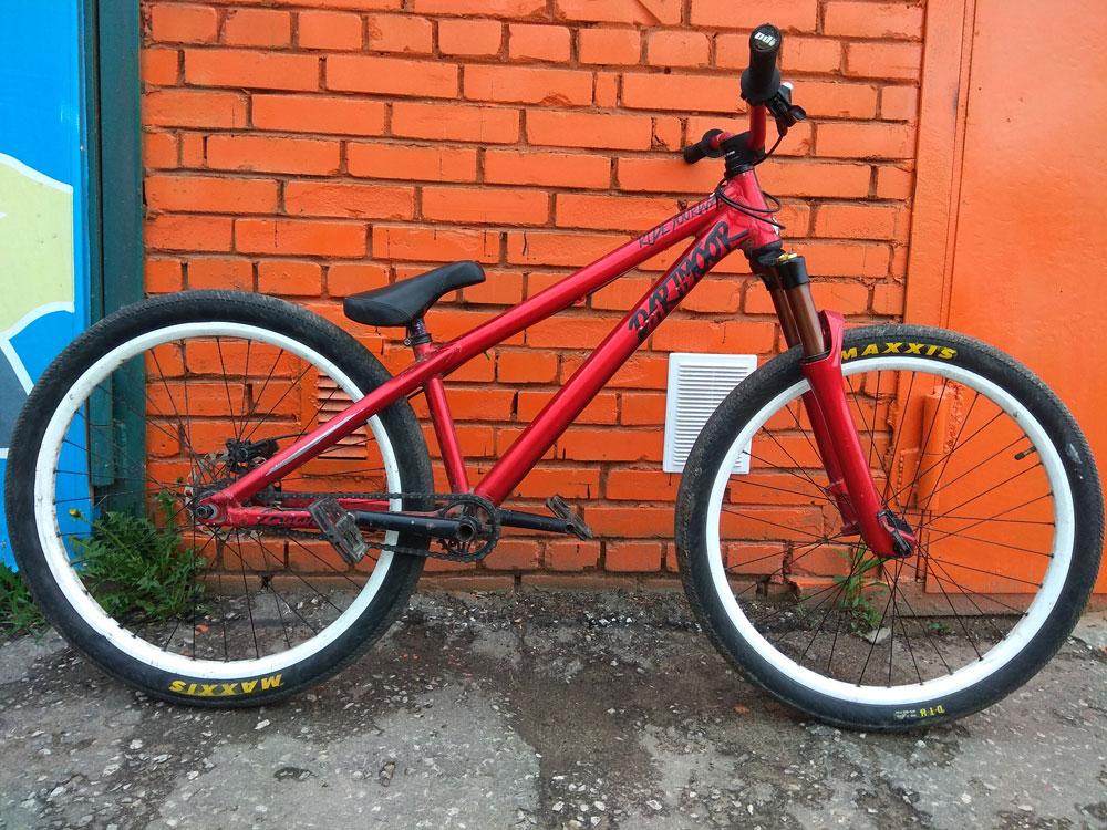 Дерт — велосипед для трюков. Сиденье расположено очень низко, просто кататься на таком велосипеде невозможно